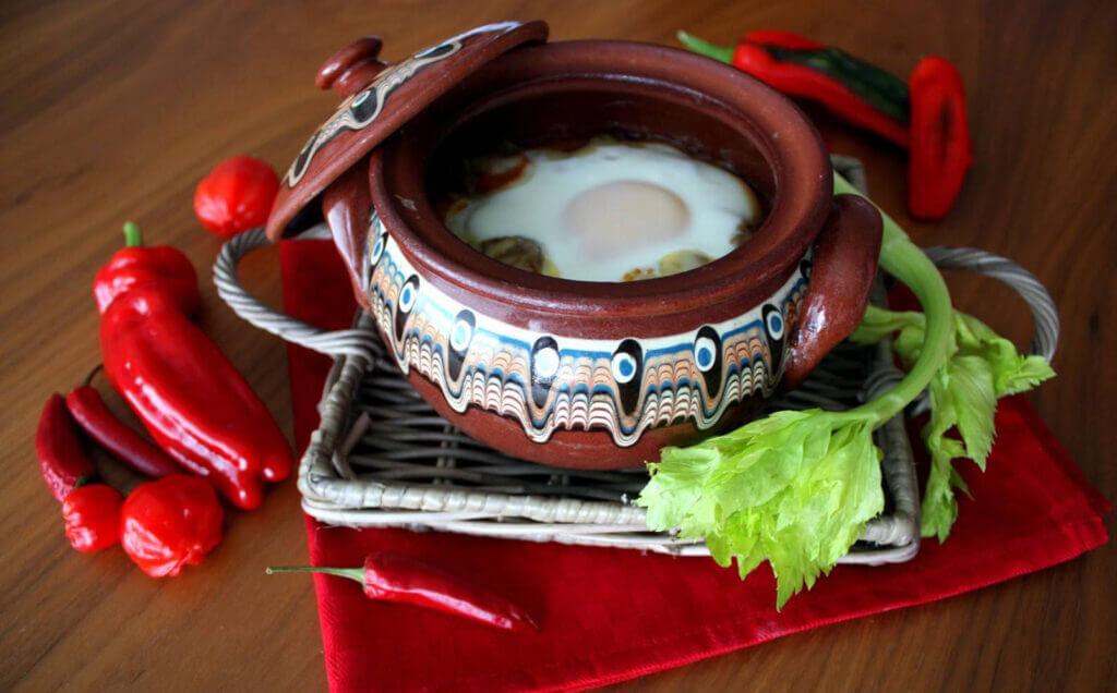 Солнечном Береге кухня с изобилием овощей