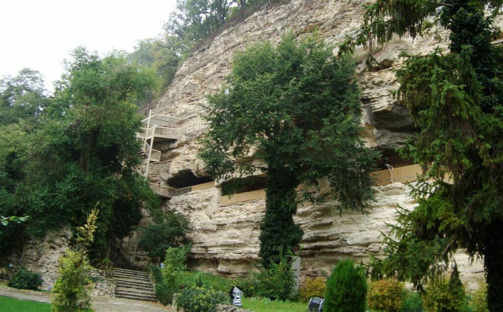 Монастырь Аладжа в скале